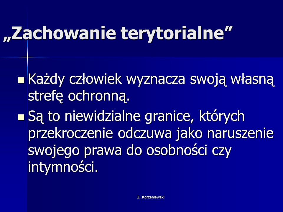"""Z. Korzeniewski """"Zachowanie terytorialne"""" Każdy człowiek wyznacza swoją własną strefę ochronną. Każdy człowiek wyznacza swoją własną strefę ochronną."""