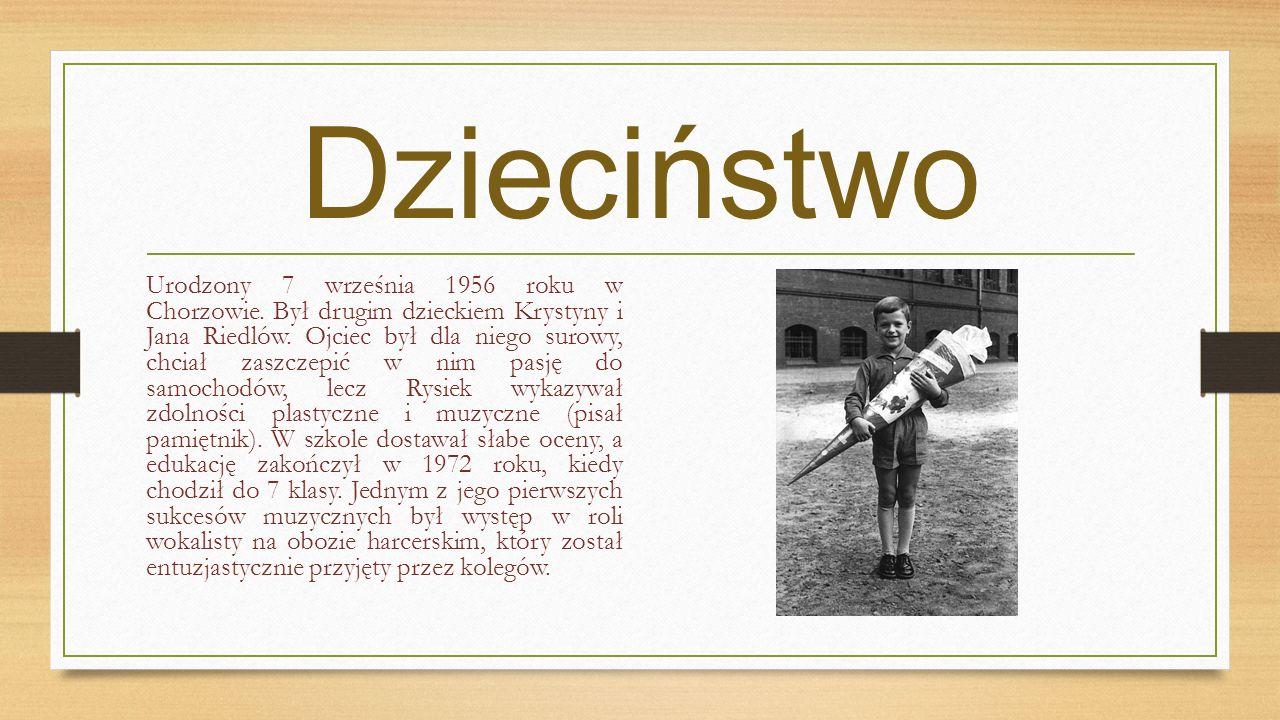 Dzieciństwo Urodzony 7 września 1956 roku w Chorzowie. Był drugim dzieckiem Krystyny i Jana Riedlów. Ojciec był dla niego surowy, chciał zaszczepić w