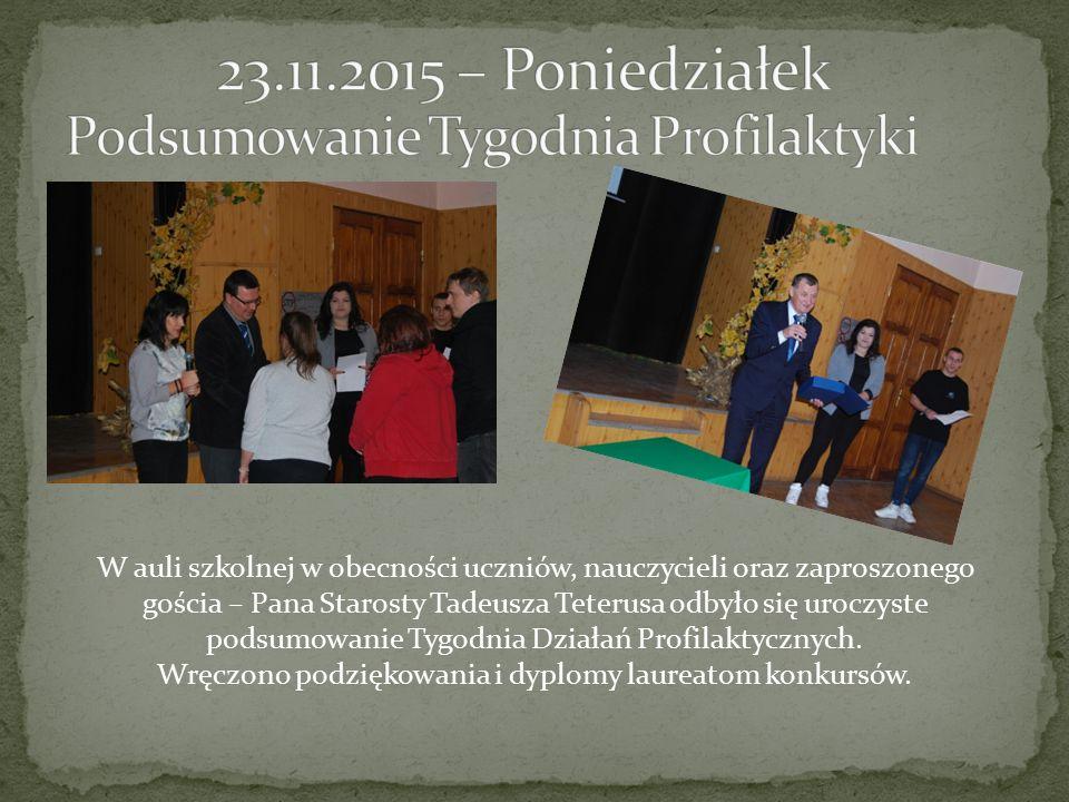 W auli szkolnej w obecności uczniów, nauczycieli oraz zaproszonego gościa – Pana Starosty Tadeusza Teterusa odbyło się uroczyste podsumowanie Tygodnia Działań Profilaktycznych.