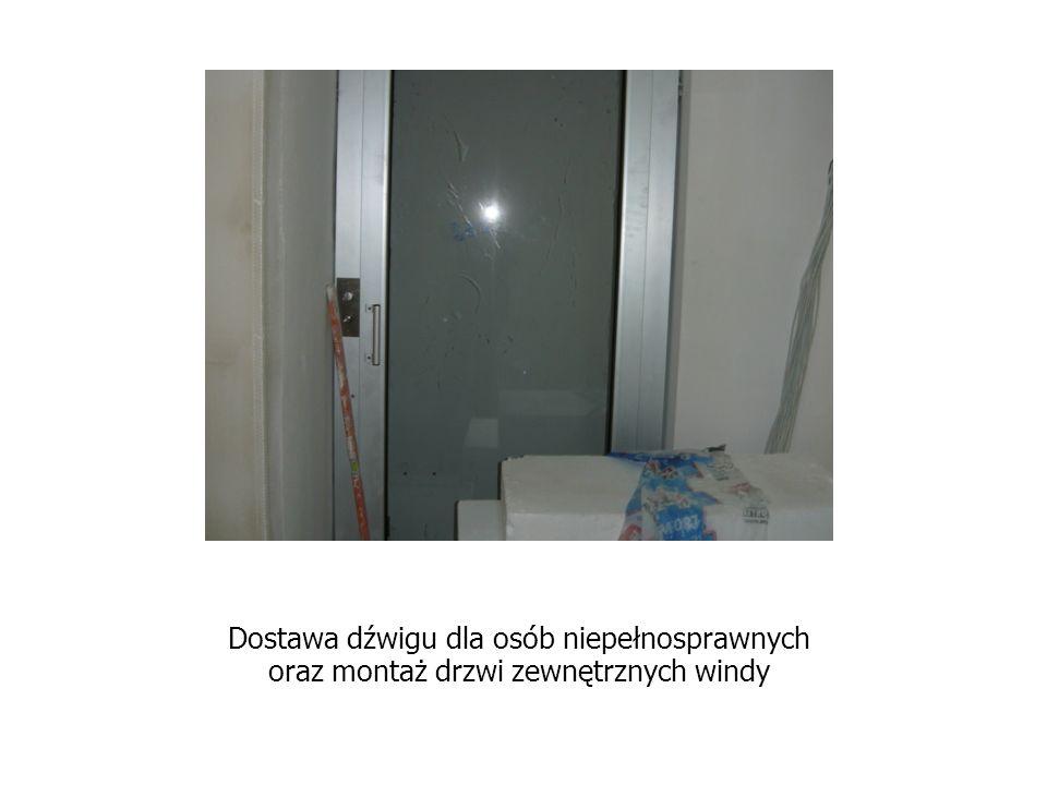 Dostawa dźwigu dla osób niepełnosprawnych oraz montaż drzwi zewnętrznych windy