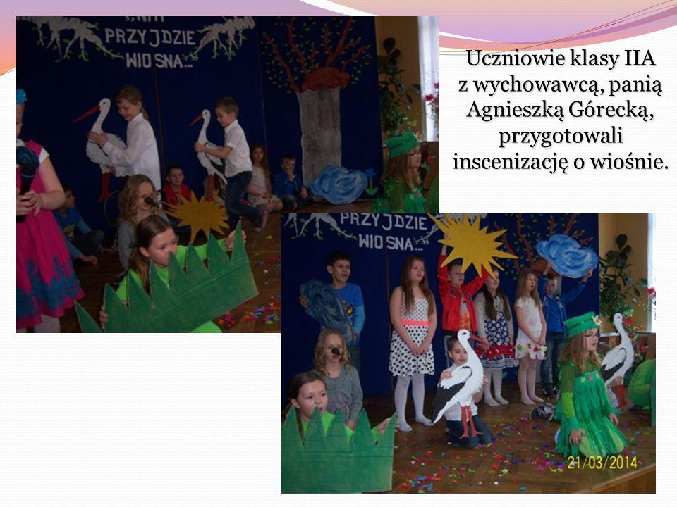 O zwiastunach wiosny dowiedzieliśmy się również z inscenizacji zaprezentowanej przez uczniów klasy IIIA, pod kierunkiem pani Iwony Witkowskiej.