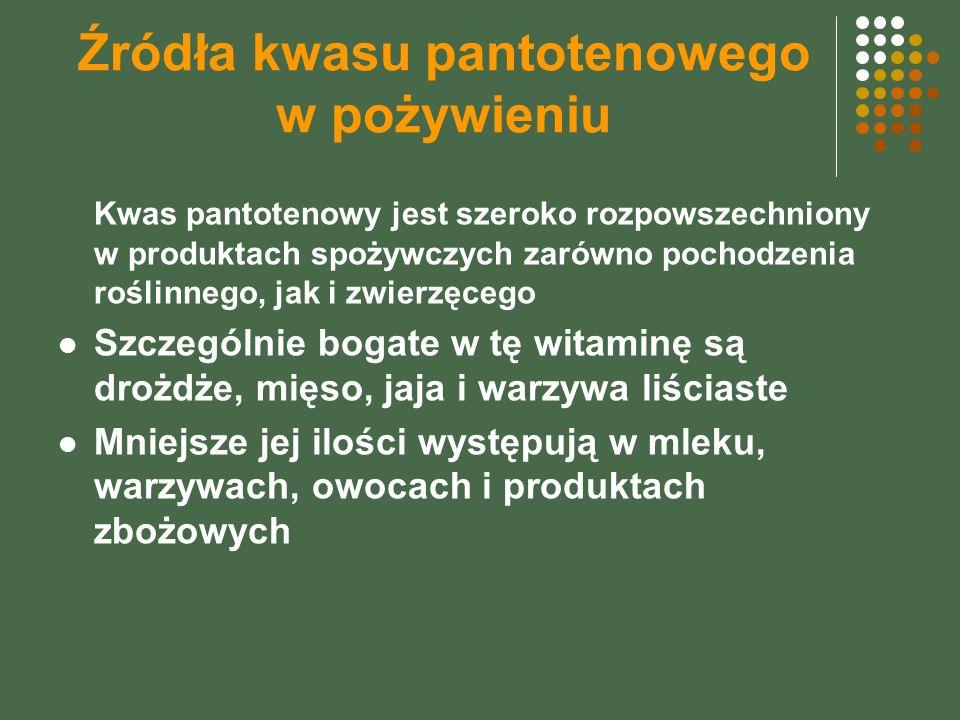 Źródła kwasu pantotenowego w pożywieniu Kwas pantotenowy jest szeroko rozpowszechniony w produktach spożywczych zarówno pochodzenia roślinnego, jak i zwierzęcego Szczególnie bogate w tę witaminę są drożdże, mięso, jaja i warzywa liściaste Mniejsze jej ilości występują w mleku, warzywach, owocach i produktach zbożowych