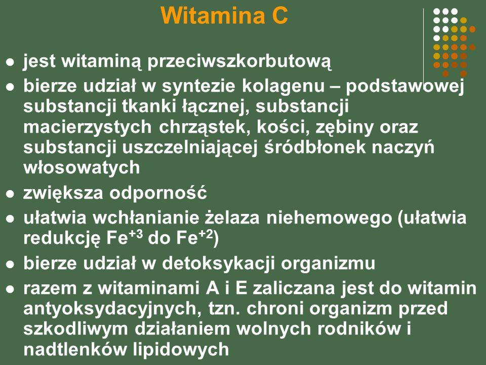 Witamina C jest witaminą przeciwszkorbutową bierze udział w syntezie kolagenu – podstawowej substancji tkanki łącznej, substancji macierzystych chrząstek, kości, zębiny oraz substancji uszczelniającej śródbłonek naczyń włosowatych zwiększa odporność ułatwia wchłanianie żelaza niehemowego (ułatwia redukcję Fe +3 do Fe +2 ) bierze udział w detoksykacji organizmu razem z witaminami A i E zaliczana jest do witamin antyoksydacyjnych, tzn.