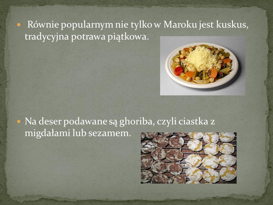 Równie popularnym nie tylko w Maroku jest kuskus, tradycyjna potrawa piątkowa. Na deser podawane są ghoriba, czyli ciastka z migdałami lub sezamem.