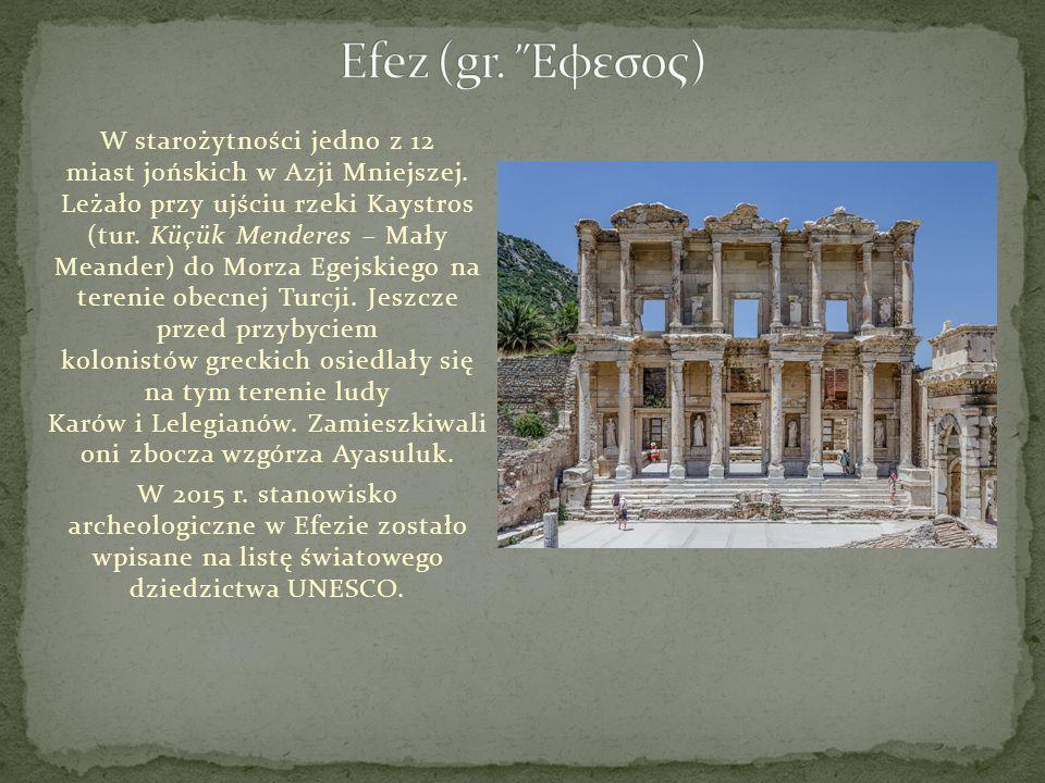 W starożytności jedno z 12 miast jońskich w Azji Mniejszej. Leżało przy ujściu rzeki Kaystros (tur. Küçük Menderes – Mały Meander) do Morza Egejskiego