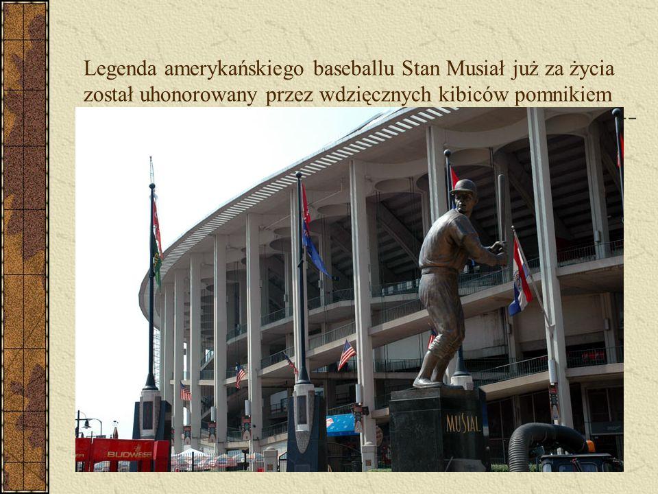 Legenda amerykańskiego baseballu Stan Musiał już za życia został uhonorowany przez wdzięcznych kibiców pomnikiem