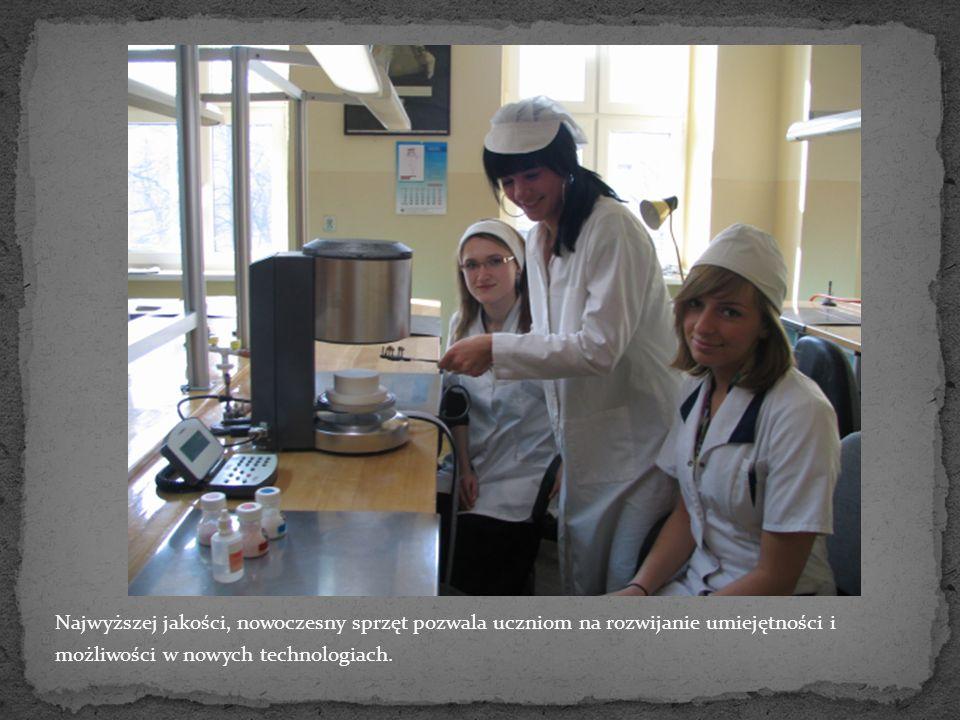 Najwyższej jakości, nowoczesny sprzęt pozwala uczniom na rozwijanie umiejętności i możliwości w nowych technologiach.