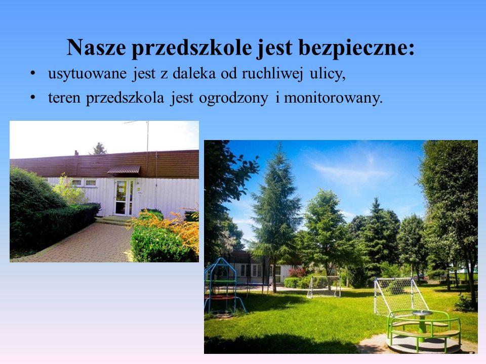 Nasze przedszkole jest bezpieczne: usytuowane jest z daleka od ruchliwej ulicy, teren przedszkola jest ogrodzony i monitorowany.