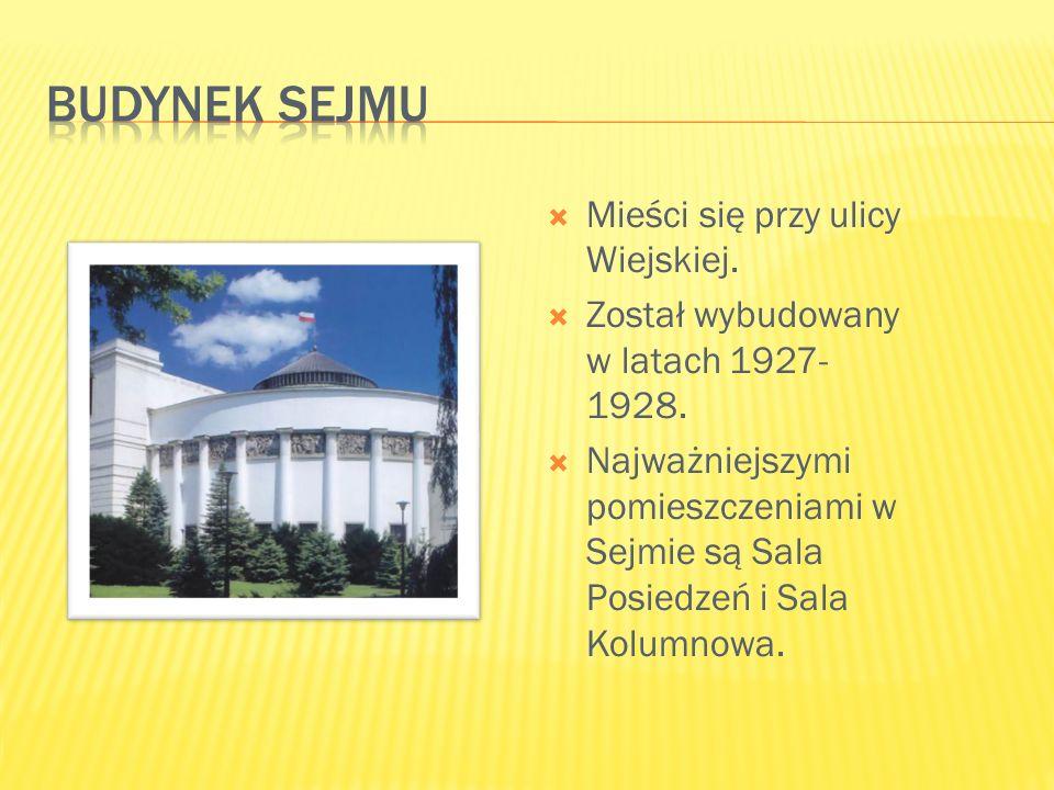  Mieści się przy ulicy Wiejskiej.  Został wybudowany w latach 1927- 1928.  Najważniejszymi pomieszczeniami w Sejmie są Sala Posiedzeń i Sala Kolumn