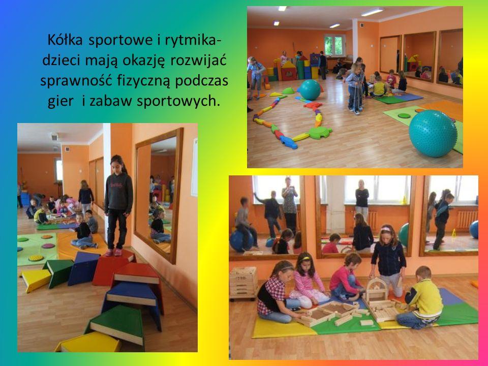 Kółka sportowe i rytmika- dzieci mają okazję rozwijać sprawność fizyczną podczas gier i zabaw sportowych.