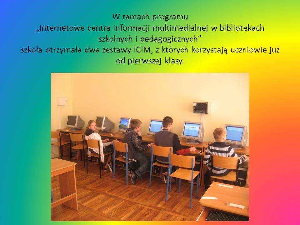 """W ramach programu """"Internetowe centra informacji multimedialnej w bibliotekach szkolnych i pedagogicznych szkoła otrzymała dwa zestawy ICIM, z których korzystają uczniowie już od pierwszej klasy."""