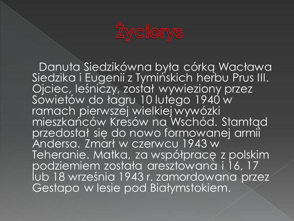 Danuta Siedzikówna była córką Wacława Siedzika i Eugenii z Tymińskich herbu Prus III. Ojciec, leśniczy, został wywieziony przez Sowietów do łagru 10 l