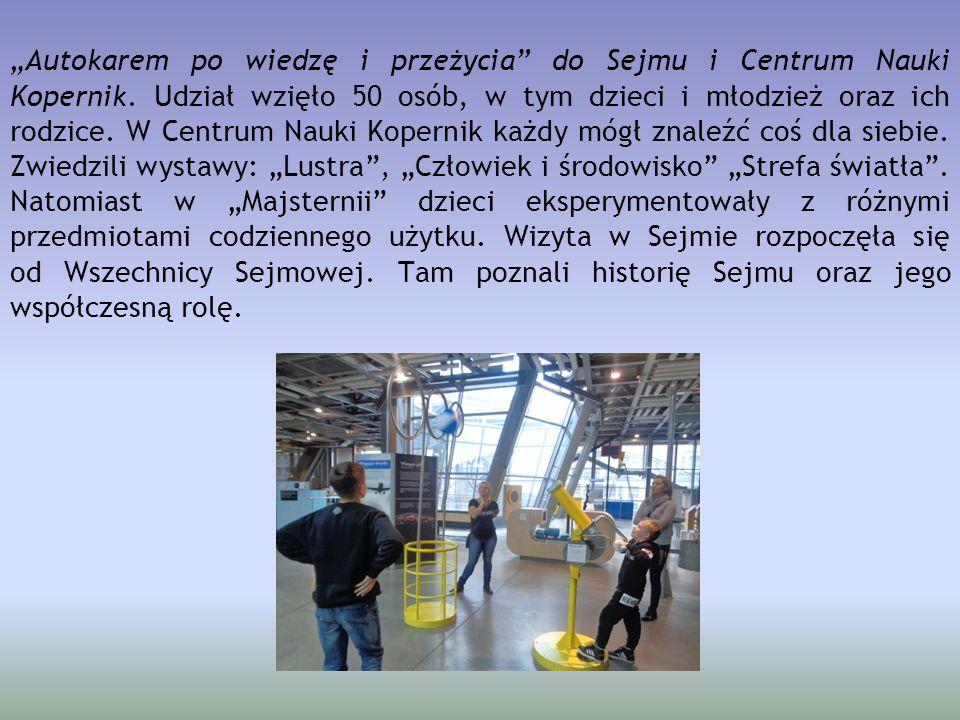 """""""Autokarem po wiedzę i przeżycia"""" do Sejmu i Centrum Nauki Kopernik. Udział wzięło 50 osób, w tym dzieci i młodzież oraz ich rodzice. W Centrum Nauki"""