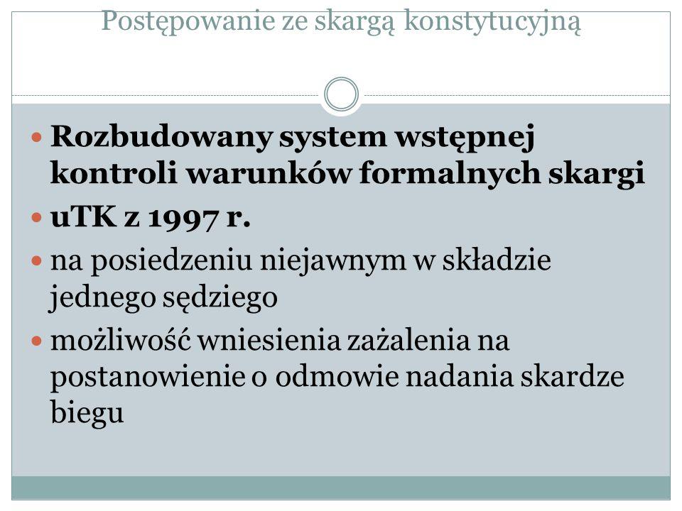 Postępowanie ze skargą konstytucyjną Rozbudowany system wstępnej kontroli warunków formalnych skargi uTK z 1997 r. na posiedzeniu niejawnym w składzie