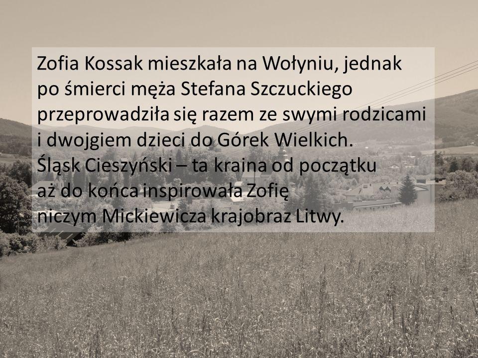 Zofia Kossak mieszkała na Wołyniu, jednak po śmierci męża Stefana Szczuckiego przeprowadziła się razem ze swymi rodzicami i dwojgiem dzieci do Górek W