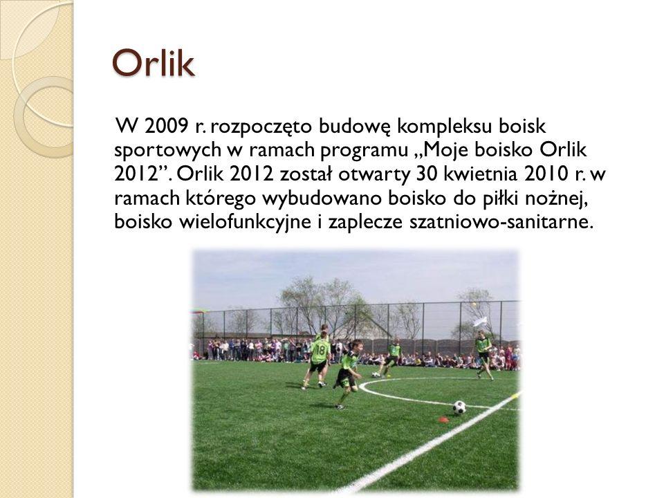 """Orlik W 2009 r. rozpoczęto budowę kompleksu boisk sportowych w ramach programu """"Moje boisko Orlik 2012"""". Orlik 2012 został otwarty 30 kwietnia 2010 r."""