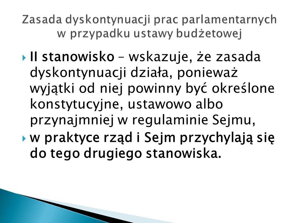  II stanowisko – wskazuje, że zasada dyskontynuacji działa, ponieważ wyjątki od niej powinny być określone konstytucyjne, ustawowo albo przynajmniej