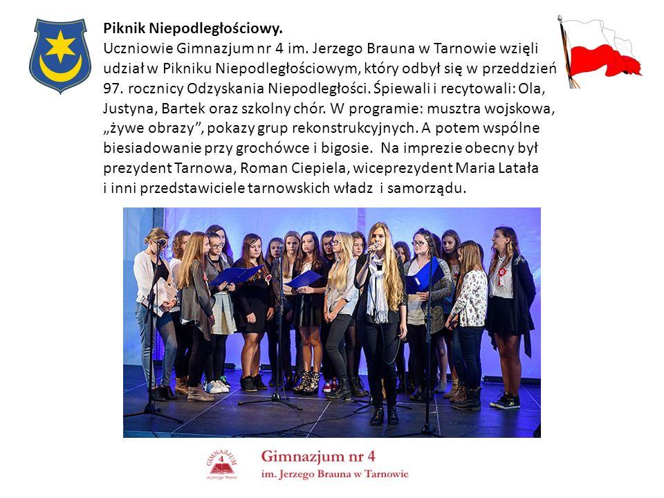 Piknik Niepodległościowy. Uczniowie Gimnazjum nr 4 im. Jerzego Brauna w Tarnowie wzięli udział w Pikniku Niepodległościowym, który odbył się w przeddz