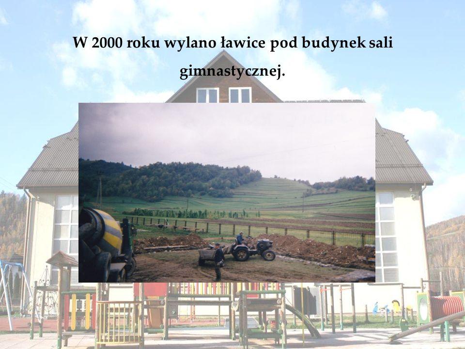 W 2000 roku wylano ławice pod budynek sali gimnastycznej.