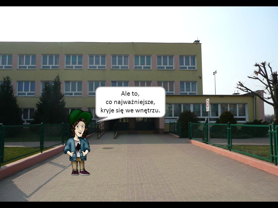 Hmm… Budynek szkoły… Ale to, co najważniejsze, kryje się we wnętrzu.