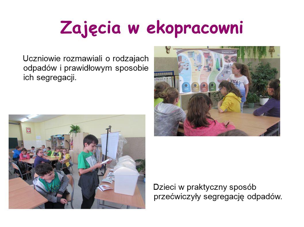 Zajęcia w ekopracowni Uczniowie rozmawiali o rodzajach odpadów i prawidłowym sposobie ich segregacji.
