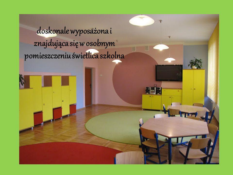 doskonale wyposażona i znajdująca się w osobnym pomieszczeniu świetlica szkolna