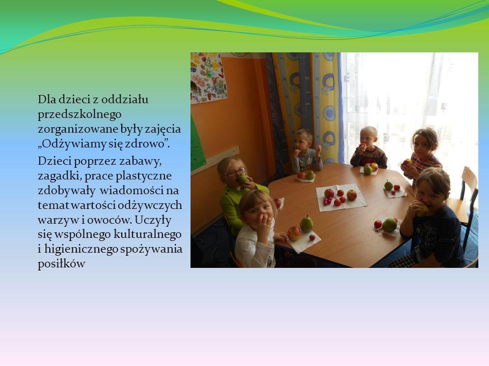 """Dla dzieci z oddziału przedszkolnego zorganizowane były zajęcia """"Odżywiamy się zdrowo ."""