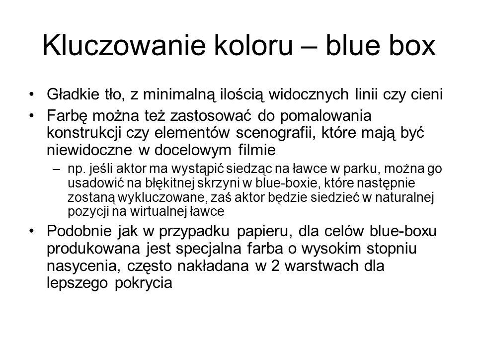Kluczowanie koloru – blue box Gładkie tło, z minimalną ilością widocznych linii czy cieni Farbę można też zastosować do pomalowania konstrukcji czy elementów scenografii, które mają być niewidoczne w docelowym filmie –np.