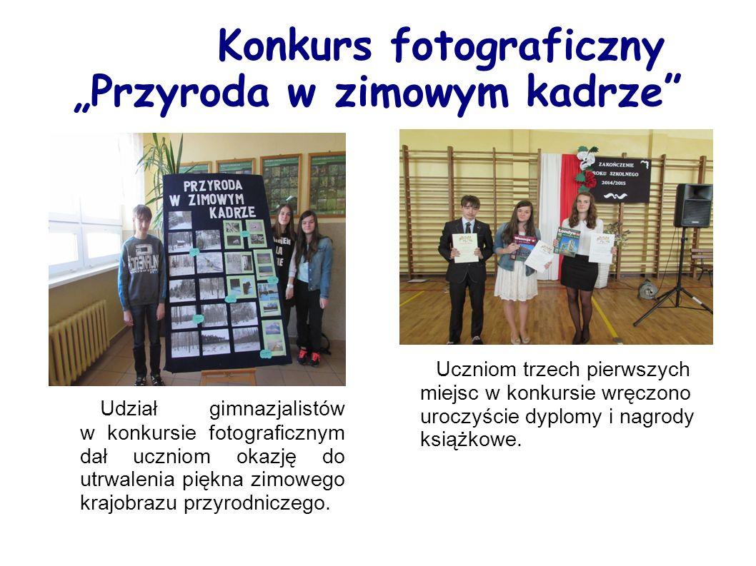 """Konkurs fotograficzny """"Przyroda w zimowym kadrze Uczniom trzech pierwszych miejsc w konkursie wręczono uroczyście dyplomy i nagrody książkowe."""