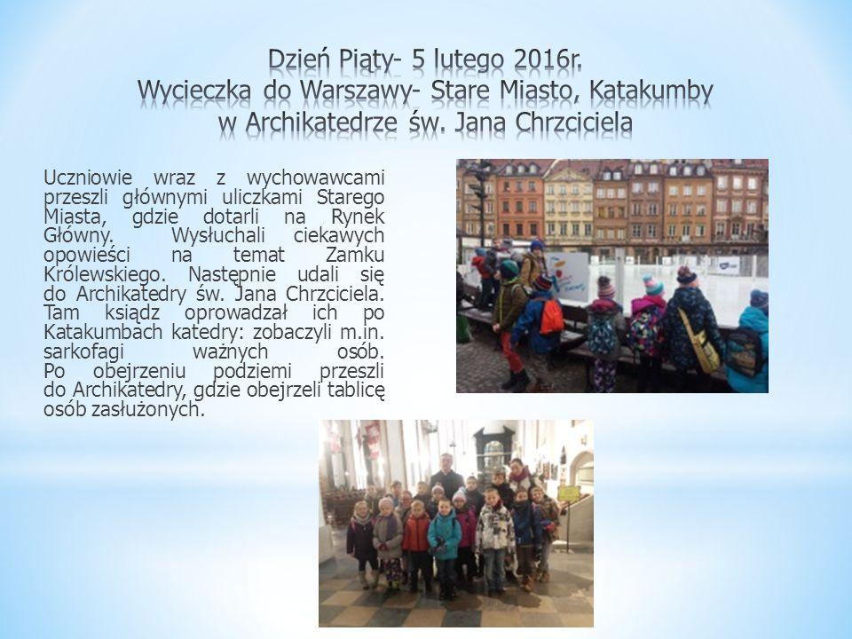 Uczniowie wraz z wychowawcami przeszli głównymi uliczkami Starego Miasta, gdzie dotarli na Rynek Główny. Wysłuchali ciekawych opowieści na temat Zamku