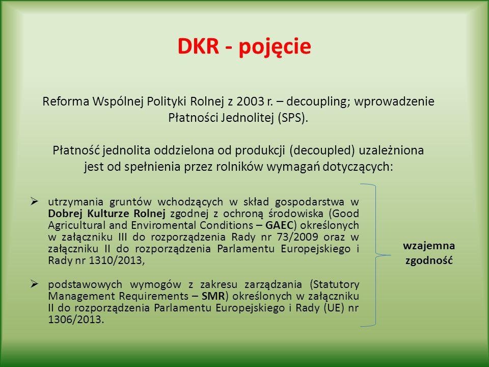 DKR 2 Przestrzeganie procedur wydawania zezwoleń w przypadku nawadniania Przy nawadnianiu gruntów rolnych wodą podziemną za pomocą deszczowni lub przy poborze wody powierzchniowej lub podziemnej w celu nawadniania w ilości większej niż 5 m3 na dobę, rolnik posiada pozwolenie wodnoprawne.
