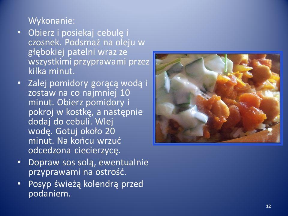 Chana masala – ciecierzyca po hindusku z raitą Na 5 porcji: 1 łyżka oleju roślinnego 1 cebula, posiekana 3 ząbki czosnku, posiekane 1 łyżka mielonej k
