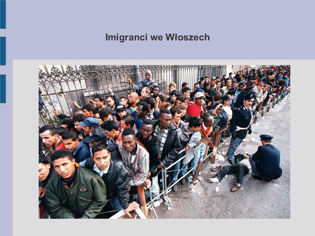 Stosunek Włochów do imigrantów -Zdeterminowani uchodźcy zaczęli podejmować pracę za jedną piątą stawki,a Włosi składają dokumenty w urzędach o uznanie ich za bezrobotnych.