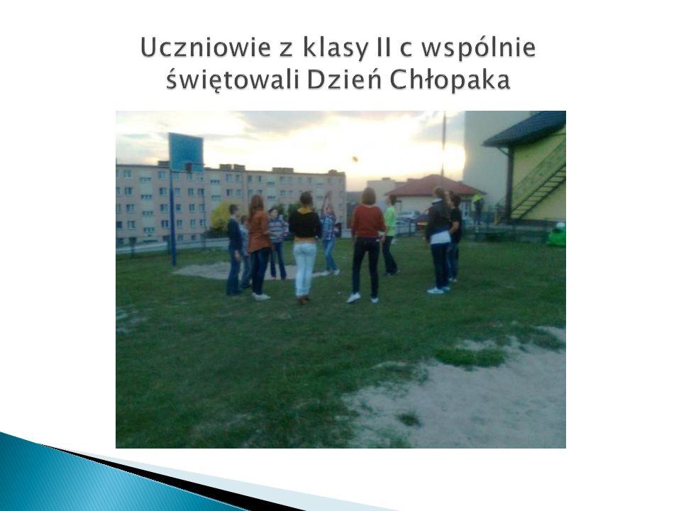 Ciekawa lekcja wychowawcza z Panem Zenonem Kowalikiem i Panem Zygmuntem Wiekierą- kombatantami Armii Krajowej.