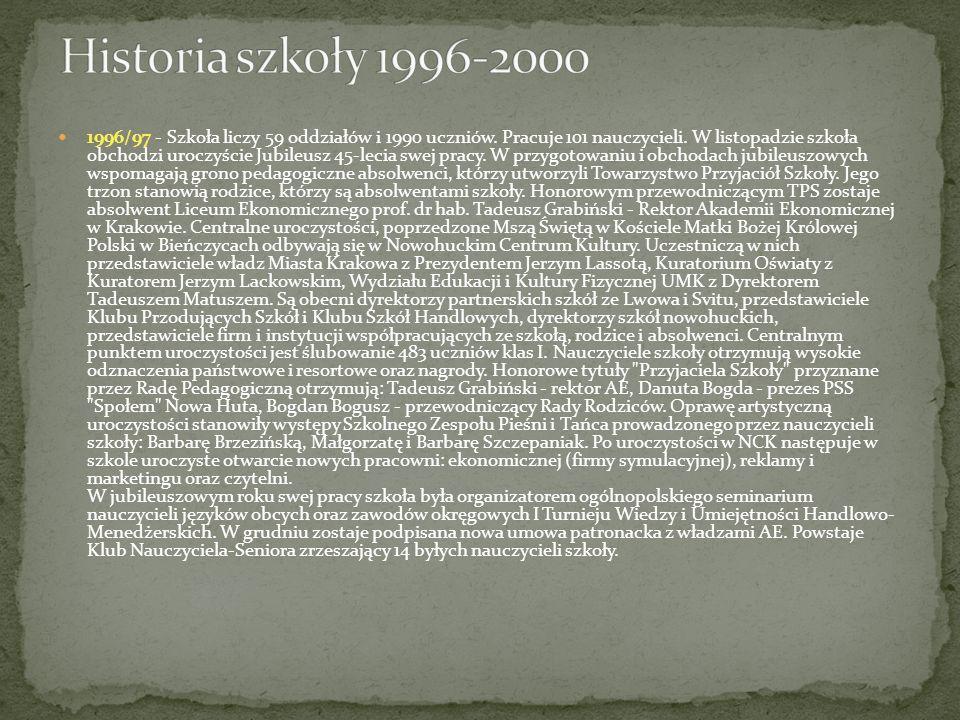 1996/97 - Szkoła liczy 59 oddziałów i 1990 uczniów. Pracuje 101 nauczycieli. W listopadzie szkoła obchodzi uroczyście Jubileusz 45-lecia swej pracy. W