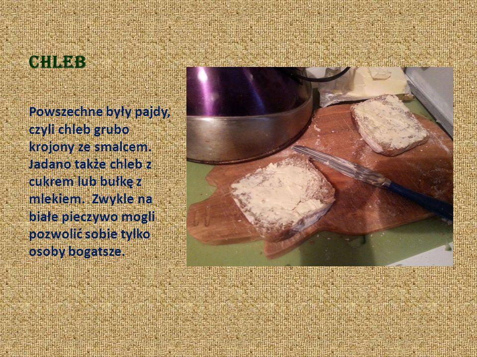 Chleb Powszechne były pajdy, czyli chleb grubo krojony ze smalcem.