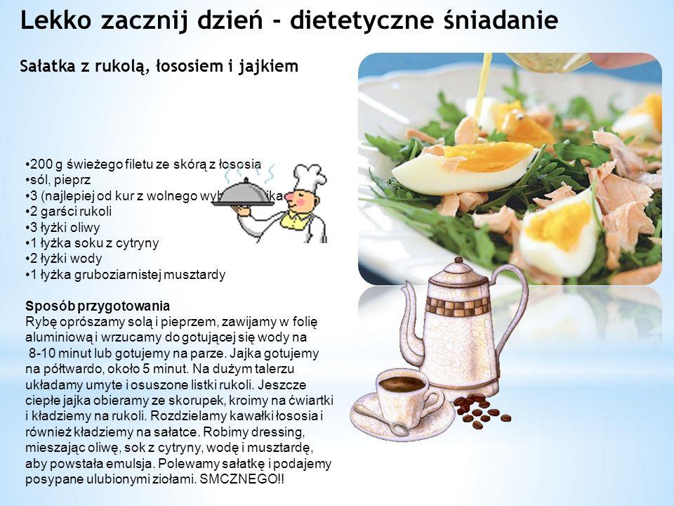 Lekko zacznij dzień - dietetyczne śniadanie Sałatka z rukolą, łososiem i jajkiem 200 g świeżego filetu ze skórą z łososia sól, pieprz 3 (najlepiej od kur z wolnego wybiegu) jajka 2 garści rukoli 3 łyżki oliwy 1 łyżka soku z cytryny 2 łyżki wody 1 łyżka gruboziarnistej musztardy Sposób przygotowania Rybę oprószamy solą i pieprzem, zawijamy w folię aluminiową i wrzucamy do gotującej się wody na 8-10 minut lub gotujemy na parze.