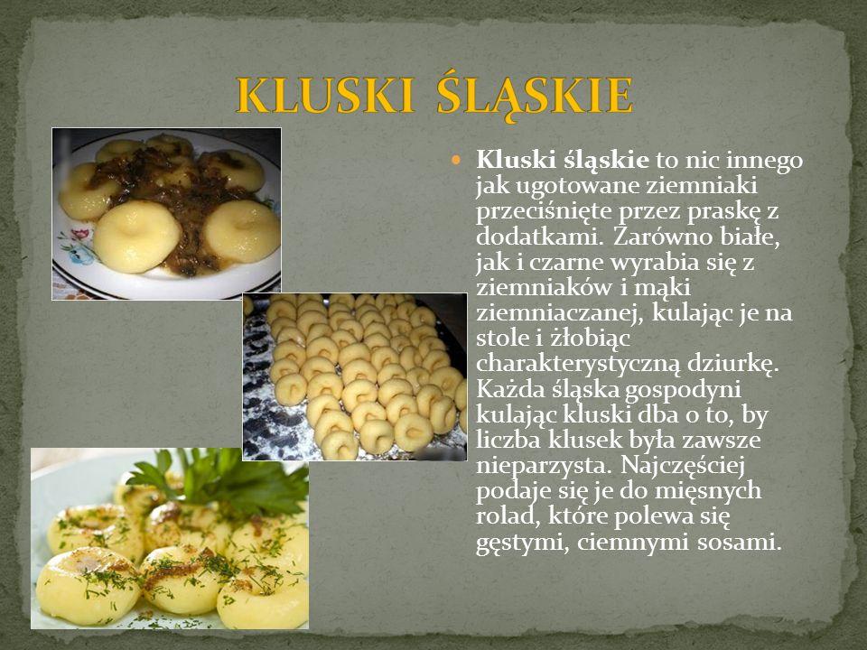 Kluski śląskie to nic innego jak ugotowane ziemniaki przeciśnięte przez praskę z dodatkami. Zarówno białe, jak i czarne wyrabia się z ziemniaków i mąk