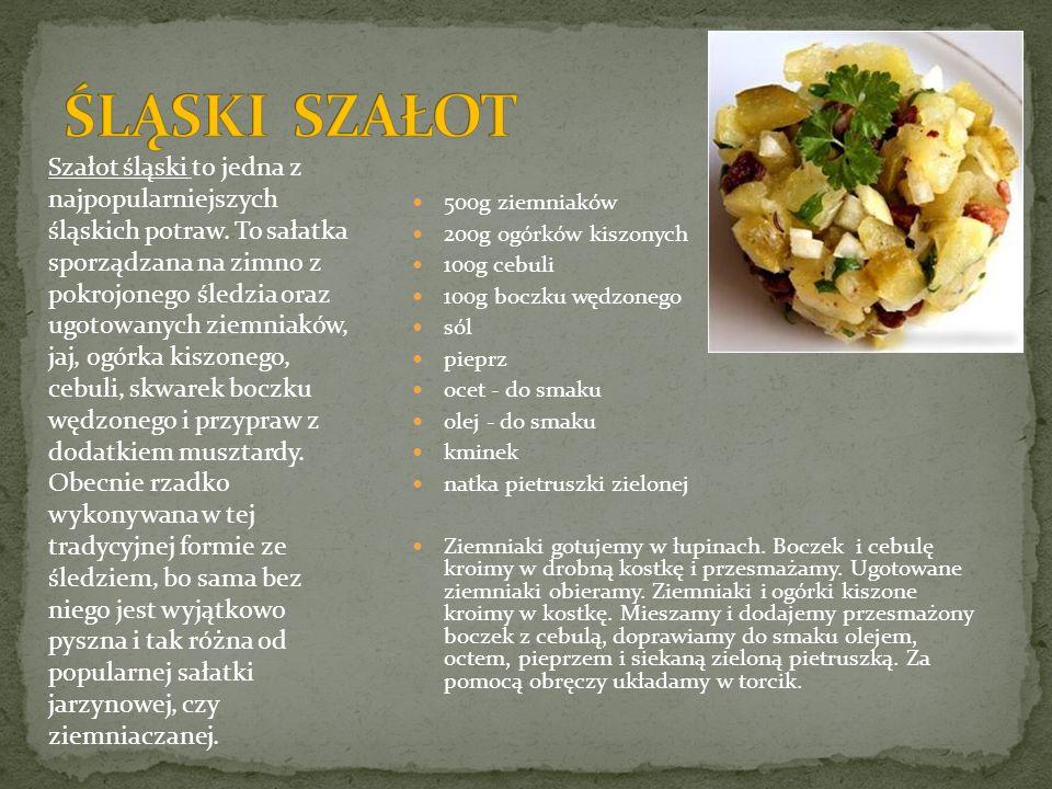 500g ziemniaków 200g ogórków kiszonych 100g cebuli 100g boczku wędzonego sól pieprz ocet - do smaku olej - do smaku kminek natka pietruszki zielonej Z