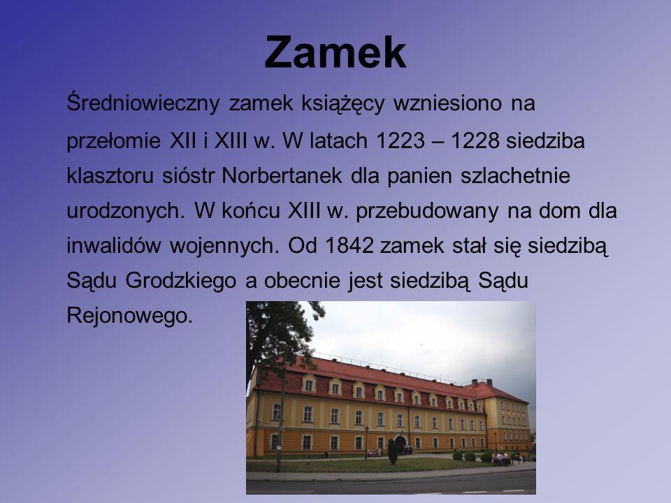 Zamek Średniowieczny zamek książęcy wzniesiono na przełomie XII i XIII w.