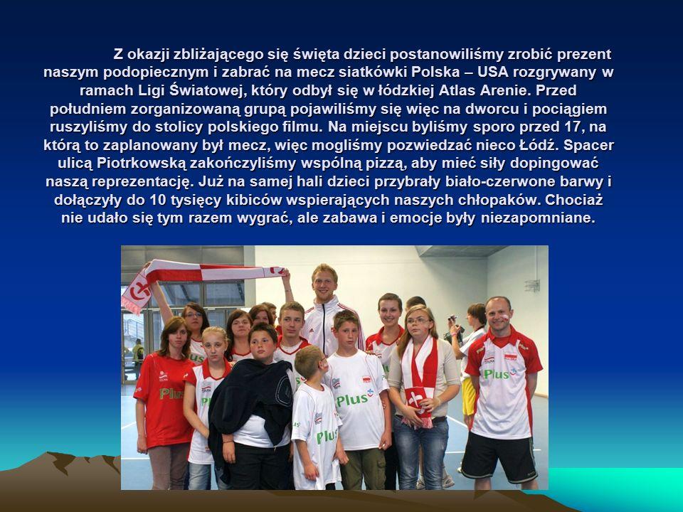 Z okazji zbliżającego się święta dzieci postanowiliśmy zrobić prezent naszym podopiecznym i zabrać na mecz siatkówki Polska – USA rozgrywany w ramach Ligi Światowej, który odbył się w łódzkiej Atlas Arenie.