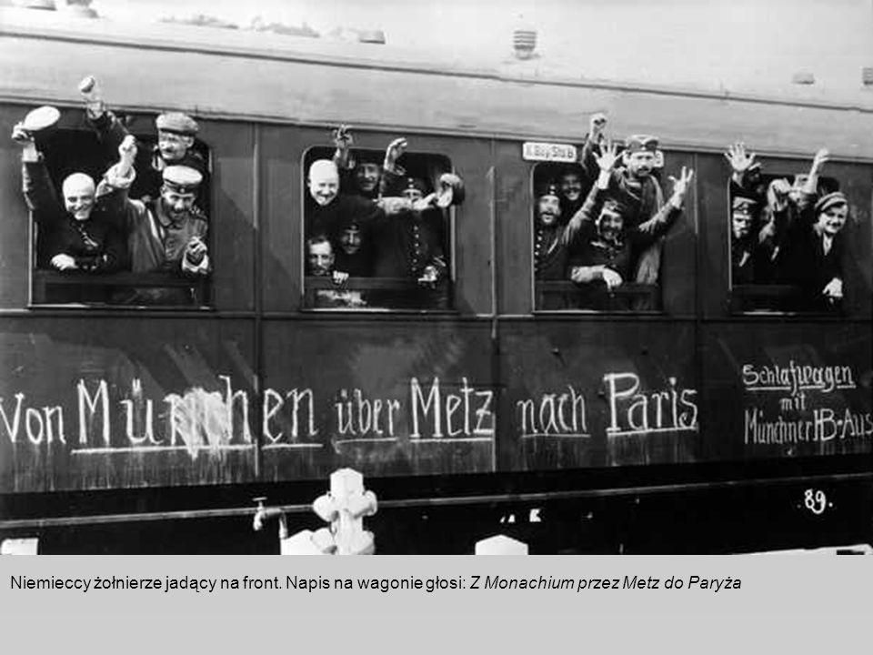 Niemieccy żołnierze jadący na front. Napis na wagonie głosi: Z Monachium przez Metz do Paryża
