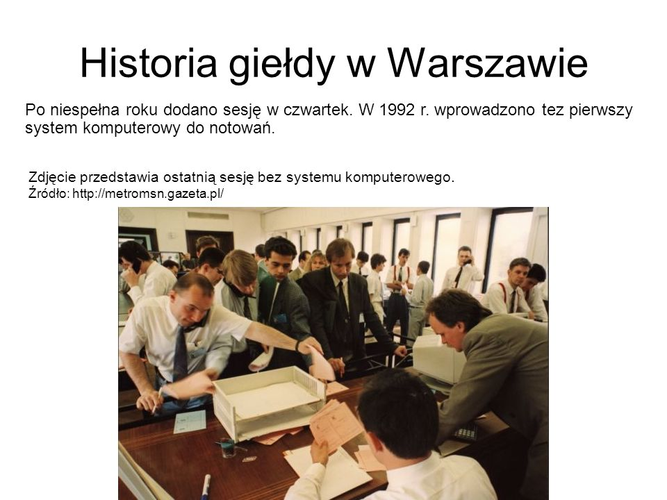 Historia giełdy w Warszawie Po niespełna roku dodano sesję w czwartek. W 1992 r. wprowadzono tez pierwszy system komputerowy do notowań. Zdjęcie przed