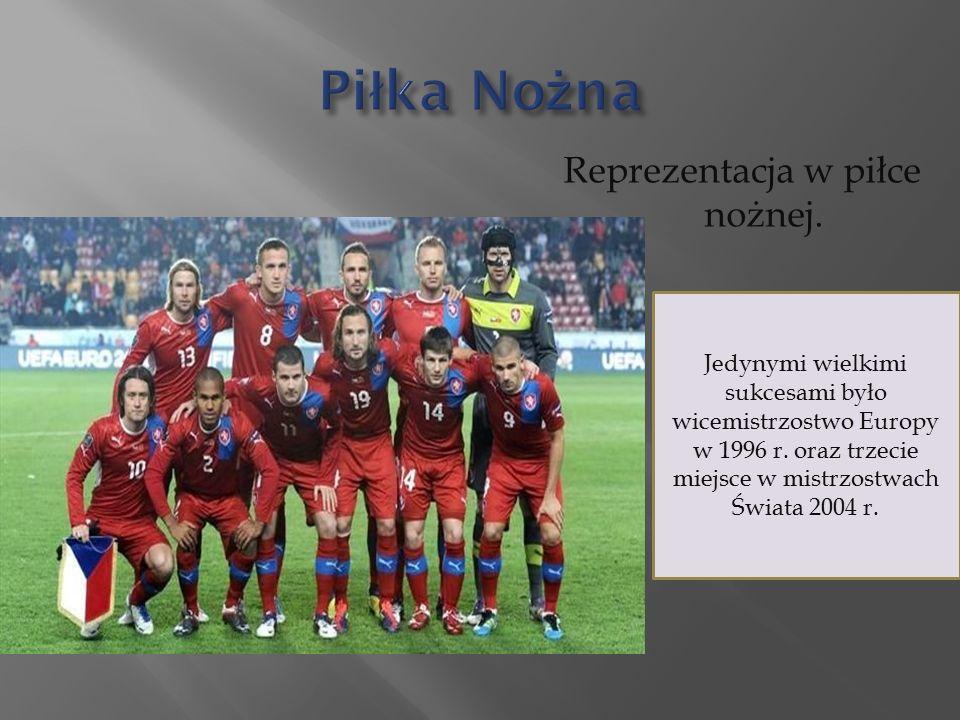 Reprezentacja w piłce nożnej. Jedynymi wielkimi sukcesami było wicemistrzostwo Europy w 1996 r.