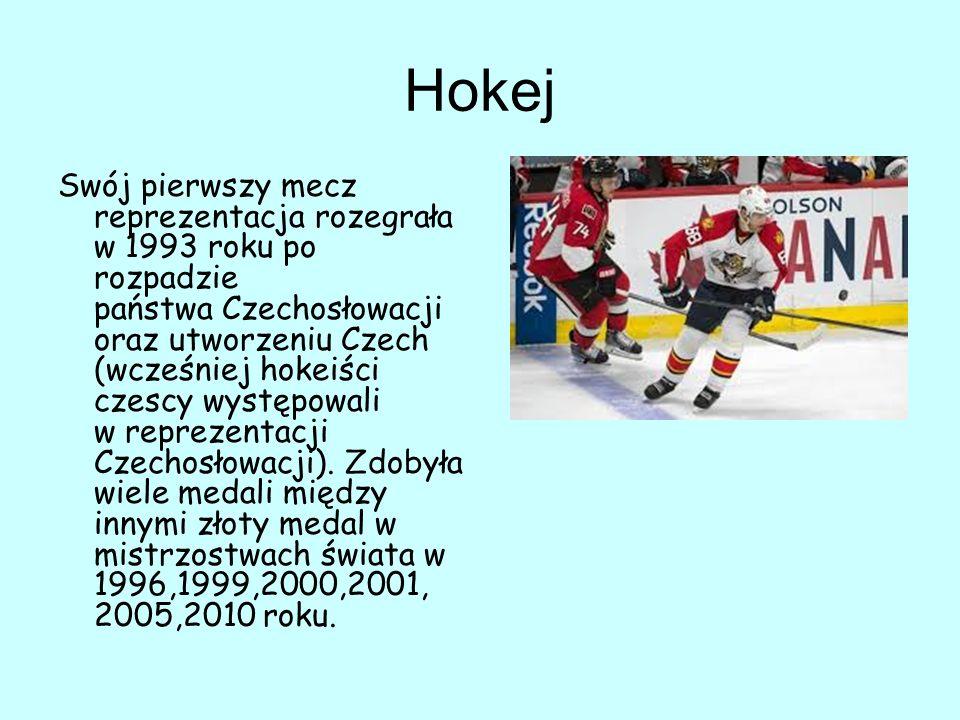 Hokej Swój pierwszy mecz reprezentacja rozegrała w 1993 roku po rozpadzie państwa Czechosłowacji oraz utworzeniu Czech (wcześniej hokeiści czescy występowali w reprezentacji Czechosłowacji).