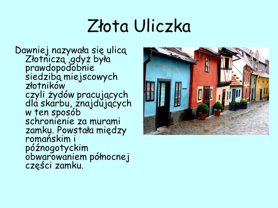 Złota Uliczka Dawniej nazywała się ulicą Złotniczą,gdyż była prawdopodobnie siedzibą miejscowych złotników czyli żydów pracujących dla skarbu, znajdujących w ten sposób schronienie za murami zamku.