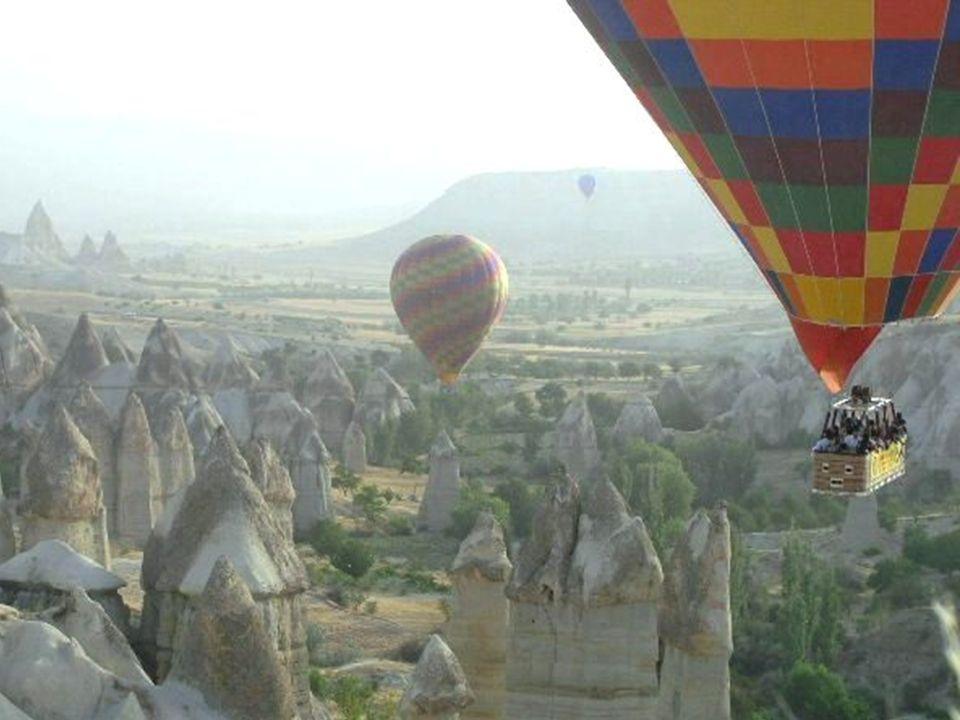Podstawowe pojęcia w turystyce  turystyka  ruch turystyczny  obsługa ruchu turystycznego  turysta  podróżny  odwiedzający jednodniowy  walory turystyczne  produkt turystyczny  rynek turystyczny  infrastruktura turystyczna  usługi turystyczne  przemysł turystyczny  gospodarka turystyczna
