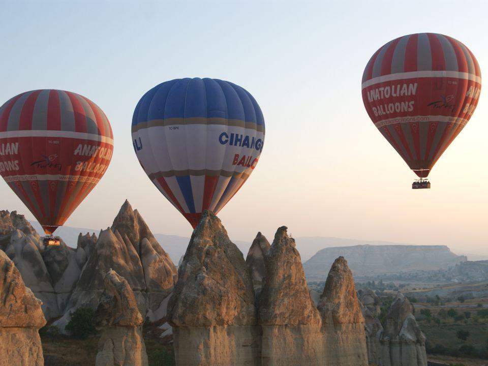 Formy turystyki Turystyka krajowa – obejmuje podróże we własnym kraju Turystyka przyjazdowa – obejmuje przyjazdy do danego kraju osób mieszkających poza jego granicami Turystyka wyjazdowa – obejmuje wyjazdy mieszkańców danego kraju do innych krajów