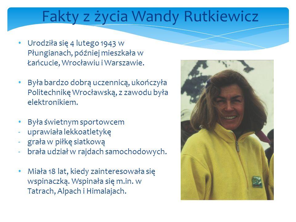 Urodziła się 4 lutego 1943 w Płungianach, później mieszkała w Łańcucie, Wrocławiu i Warszawie.