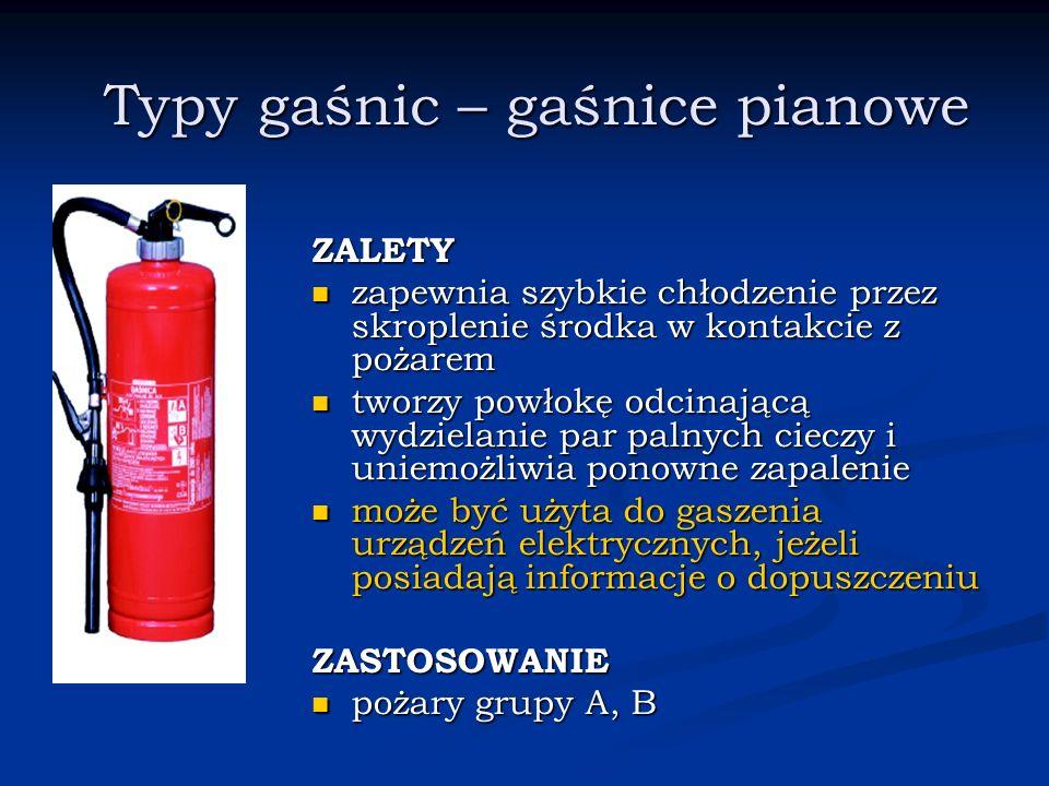 Typy gaśnic – gaśnice pianowe ZALETY zapewnia szybkie chłodzenie przez skroplenie środka w kontakcie z pożarem tworzy powłokę odcinającą wydzielanie p